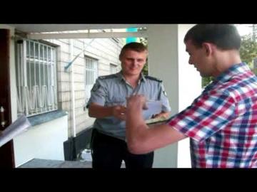 """Ведучому програми """"ОКО"""" довелося тричі показувати свої документи поліцейським міста Кагарлика, що на Київщині, а також навіть викликати поліцію на поліцію! Відкритість поліції - це яскравий показник довіри!"""